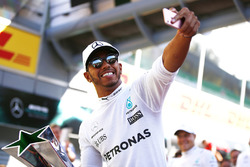 Race winner Lewis Hamilton, Mercedes AMG F1, celebrates, his team