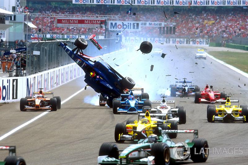 Luciano Burti, Prost AP04, ve Michael Schumacher, Ferrari kaza