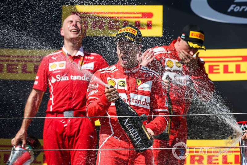 Подіум: переможець Себастьян Феттель, Ferrari, Кімі Райкконен, Ferrari, Валттері Боттас, Mercedes AMG F1, головний інженер Ferrari Джок Кліа