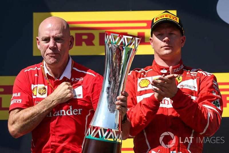 Подіум: Кімі Райкконен, Ferrari, головний інженер Ferrari Джок Кліа