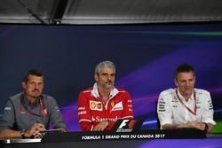 Guenther Steiner, Haas F1 Team Principal, Maurizio Arrivabene, Ferrari Team Principal and James Alli