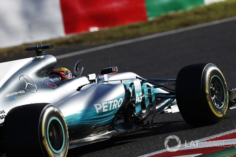 Lewis Hamilton, Mercedes AMG F1 W08, celebra regresando a pits
