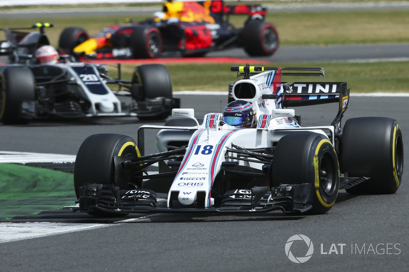 Lance Stroll, Williams FW40, Kevin Magnussen, Haas F1 Team VF-17