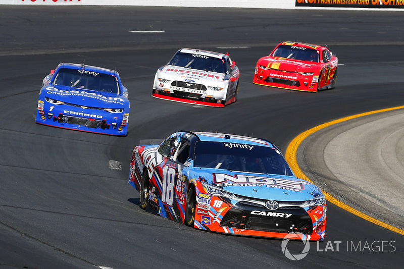 Kyle Busch, Joe Gibbs Racing Toyota and Elliott Sadler, JR Motorsports Chevrolet