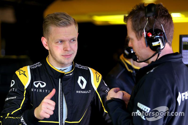 Kevin Magnussen, Renault Sport F1 Team and Chris Richards, Renault Sport F1 Team
