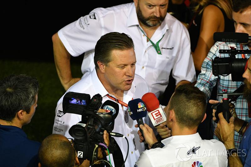 Zak Brown, McLaren-Geschäftsführer, gibt Interviews