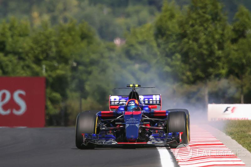 Carlos Sainz Jr., Scuderia Toro Rosso STR12 bloquea en la frenada