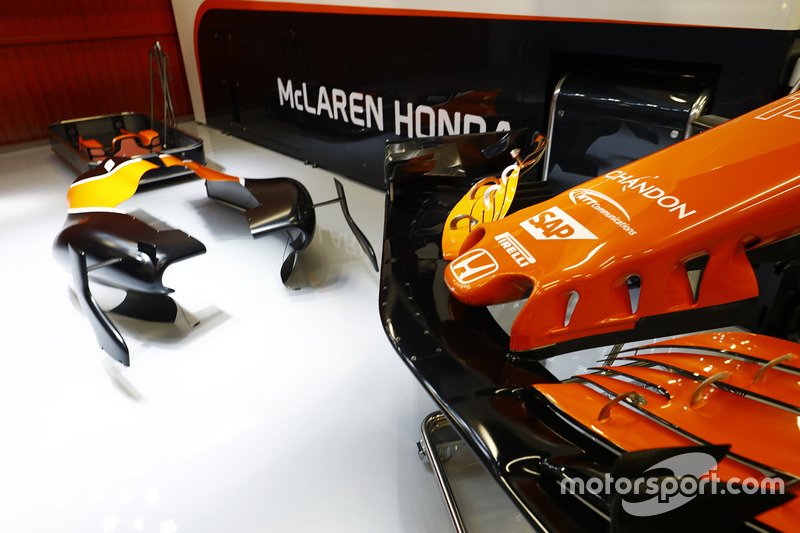 Носовой обтекатель McLaren MCL32 Honda