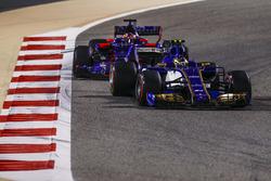 Pascal Wehrlein, Sauber C36-Ferrari, Daniil Kvyat, Scuderia Toro Rosso STR12