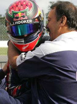 Ganador de la carrera Brendon Hartley, Epsilon Red Bull Team