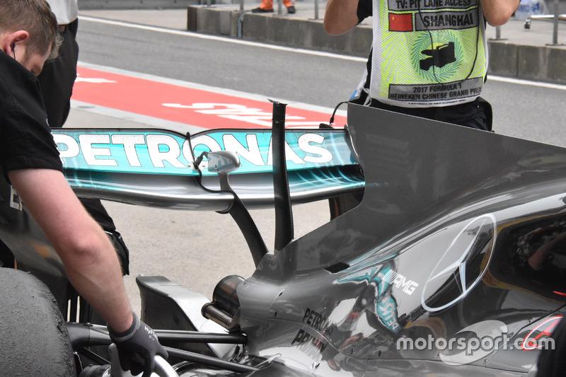 Mercedes F1 W08, broken t-wing