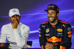 Daniel Ricciardo, Red Bull Racing and pole sitter Lewis Hamilton, Mercedes AMG F1 in the Press Conference