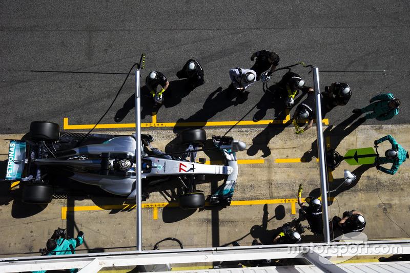 Valtteri Bottas, Mercedes F1 W08, makes a pit stop