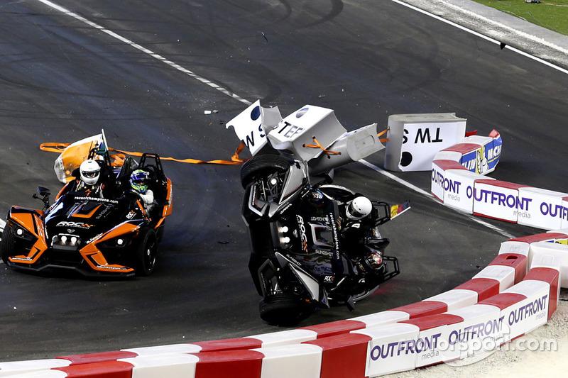 Accrochage de Pascal Wehrlein avec Felipe Massa au volant de la Polaris Slingshot SLR