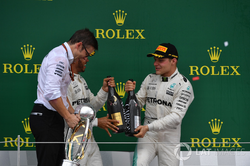 Peter Bonnington, Mercedes AMG F1 Race Engineer, Lewis Hamilton, Mercedes AMG F1 and Valtteri Bottas, Mercedes AMG F1 celebrate on the podium, the champagne