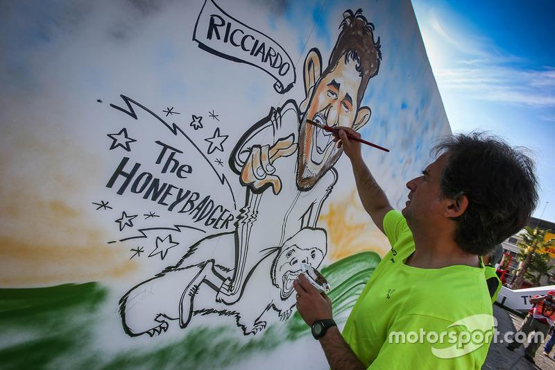 Gran Premio de España: artista dibuja una caricatura sobre Daniel Ricciardo.