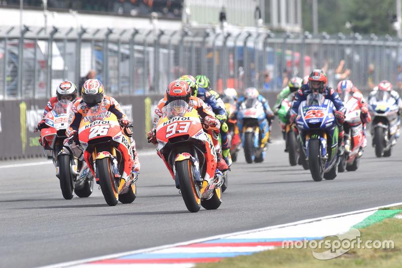 Марк Маркес, Repsol Honda Team, на чолі пелотону на старті гонки