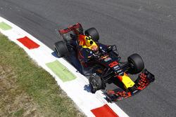 Макс Ферстаппен, Red Bull Racing RB13, зруйнована шина