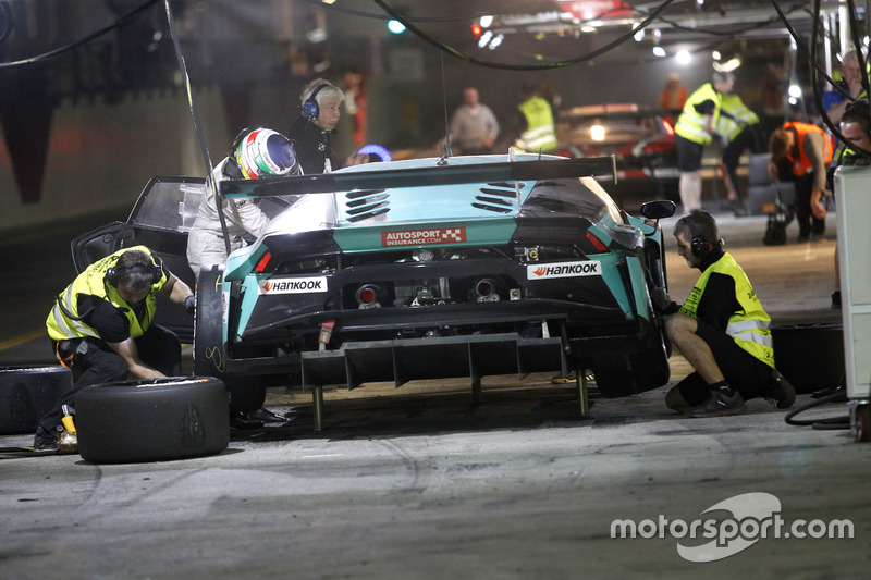 Pit stop #21 Konrad Motorsport Lamborghini Huracan GT3: Marc Basseng, Marco Mapelli, Jules Gounon, L