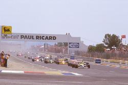 Nigel Mansell, Williams FW11B Honda, leads Alain Prost, McLaren MP4/3 TAG Porsche, Nelson Piquet, Williams FW11B Honda, and Ayrton Senna, Team Lotus Honda 99T at the start