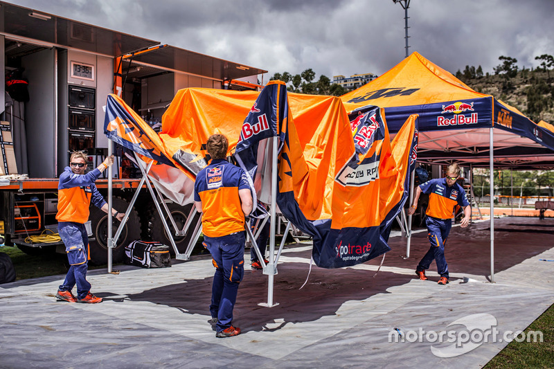 Team member of Red Bull KTM Factory Racing at the bivouac