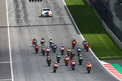 Старт гонки: Марк Маркес, Repsol Honda Team, лідирує