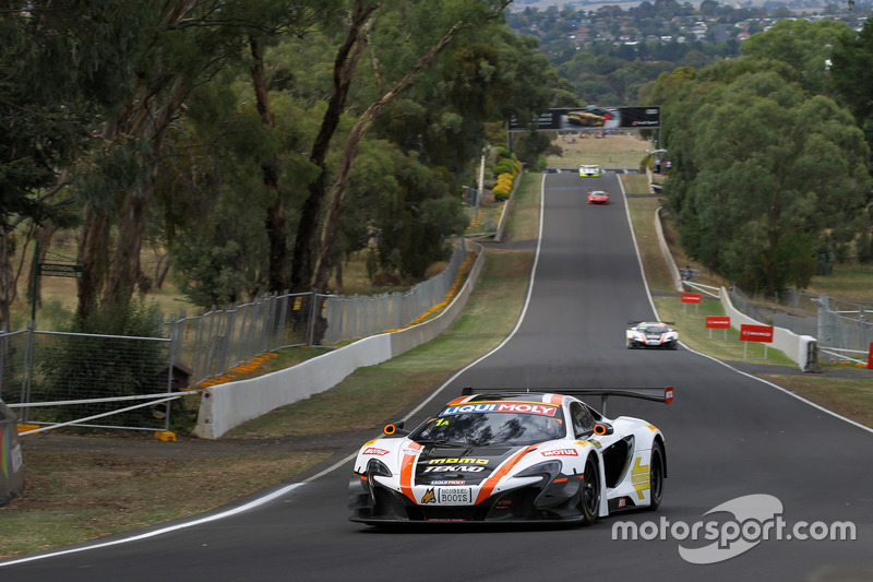 #1 Tekno Autosports / McLaren GT, McLaren 650s GT3: Alvaro Parente, Rob Bell, Co^me Ledogar