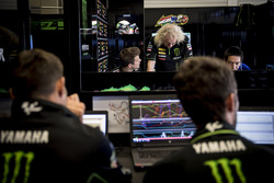 Aspectos en el garaje de Monster Yamaha Tech 3