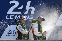 Друге місце Ентоні Девідсон, Toyota Gazoo Racing, переможець Ерл Бембер, Porsche Team