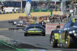 Finish van #97 Aston Martin Racing Aston Martin Vantage: Darren Turner, Jonathan Adam, Daniel Serra
