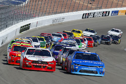 Restart: Kyle Larson, Chip Ganassi Racing Chevrolet, Joey Logano, Team Penske Ford