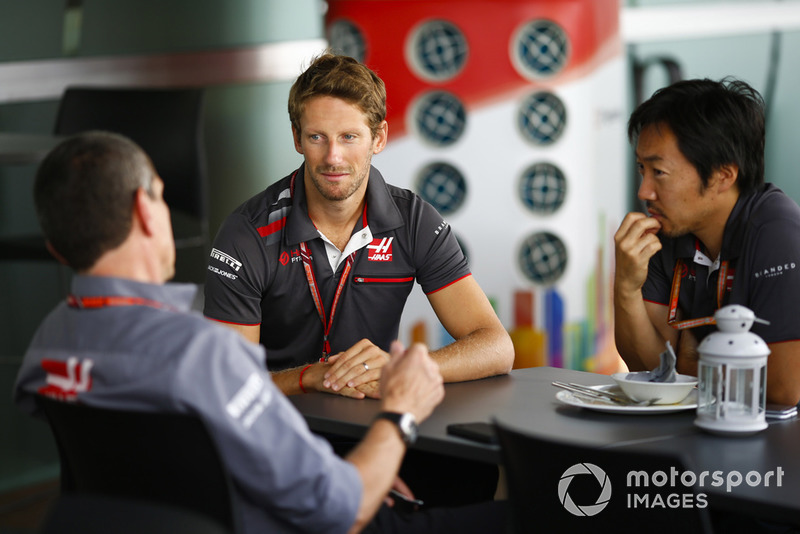 Romain Grosjean, Haas F1 Team, talks to Guenther Steiner, Team Principal, Haas F1 Team