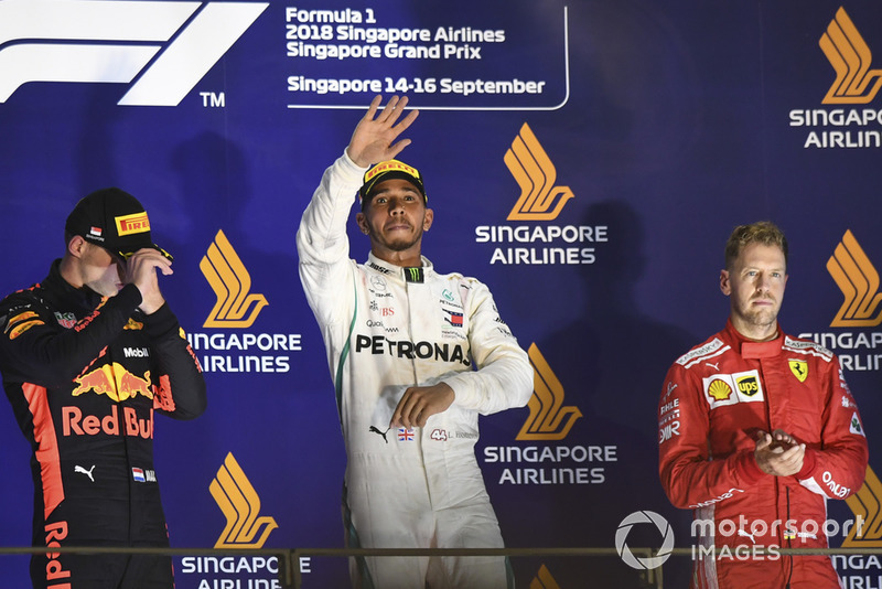Max Verstappen, Red Bull Racing, Lewis Hamilton, Mercedes AMG F1 y Sebastian Vettel, Ferrari en el podio