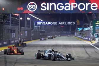 Valtteri Bottas, Mercedes AMG F1 W09 EQ Power+, leads Kimi Raikkonen, Ferrari SF71H, and Daniel Ricciardo, Red Bull Racing RB14
