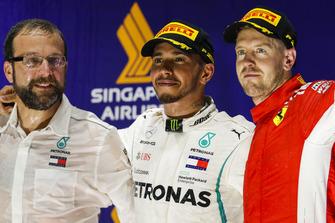 Lewis Hamilton, Mercedes AMG F1, 1° classificato, e Sebastian Vettel, Ferrari, 3° classificato, sul podio