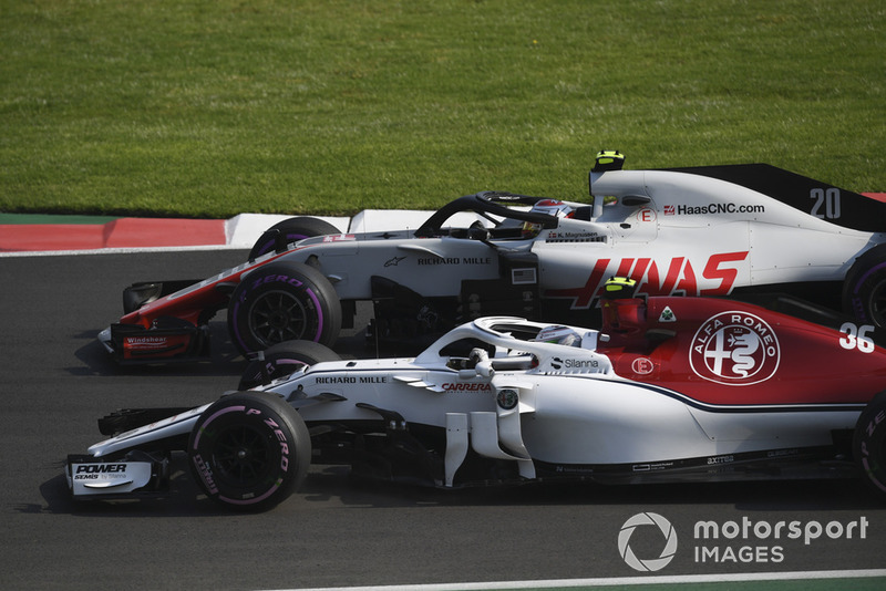 Antonio Giovinazzi, Sauber C37, Kevin Magnussen, Haas F1 Team VF-18