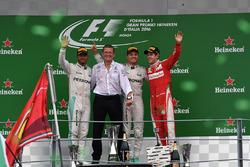 Podium: Nico Rosberg, Mercedes AMG F1, second place Lewis Hamilton, Mercedes AMG F1, Simon Cole, Me