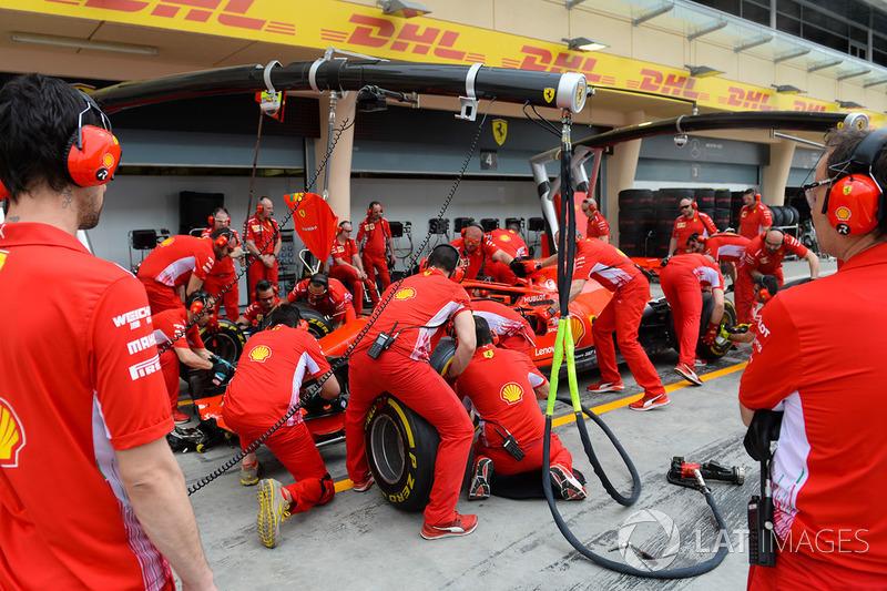 Ferrari тренує піт-стопи