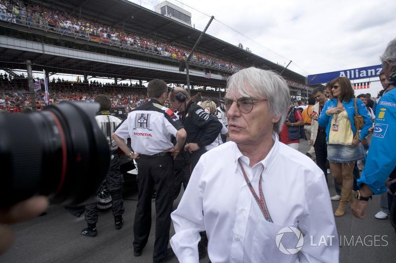 Гонка же продолжала находиться под угрозой: в Michelin не смогли гарантировать, что их шины справятся с нагрузками в бэнкинге