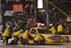 Todd Gilliland, Kyle Busch Motorsports Toyota pit stop, Sunoco