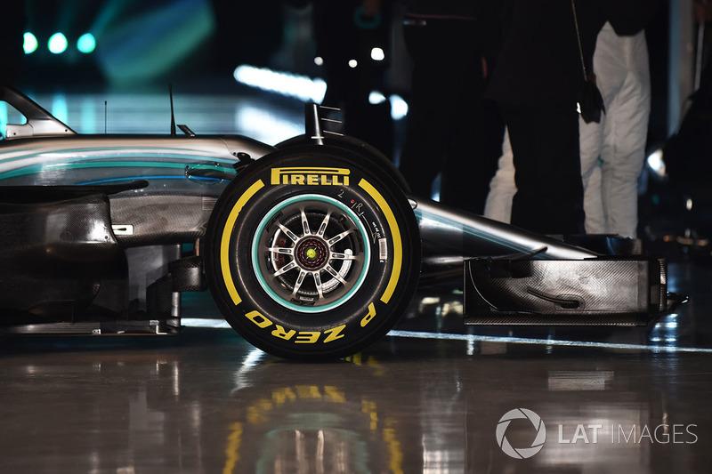Передняя часть Mercedes AMG F1 W09