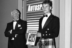Обладатель премии в номинации «Молодой пилот года» гонщик McLaren Дэвид Култхард и Мюррей Уокер