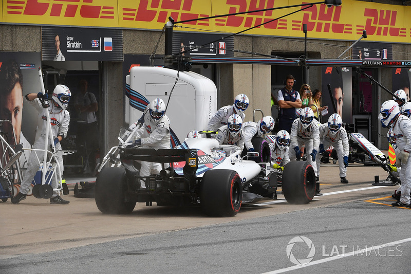 Sergey Sirotkin, Williams FW41 pit stop