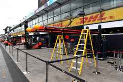Les préparatifs du garage Red Bull Racing
