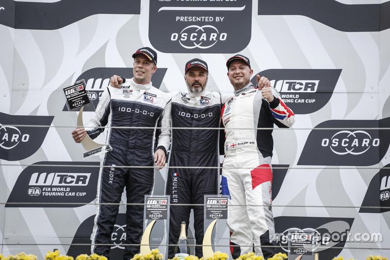 Podio: el ganador, Yvan Muller, YMR Hyundai i30 N TCR, el segundo, Thed Björk, YMR Hyundai i30 N TCR, el tercero, Rob Huff, Sébastien Loeb Racing Volkswagen Golf GTI TCR