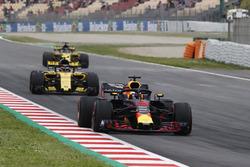 Daniel Ricciardo, Red Bull Racing RB14, Carlos Sainz Jr., Renault Sport F1 Team R.S. 18., Nico Hulkenberg, Renault Sport F1 Team R.S. 18. in FP3