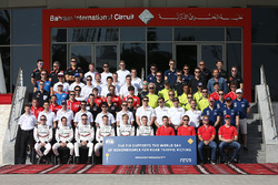 Foto de grupo de pilotos, día mundial de la FIA de recuerdo para las víctimas de accidentes de carretera