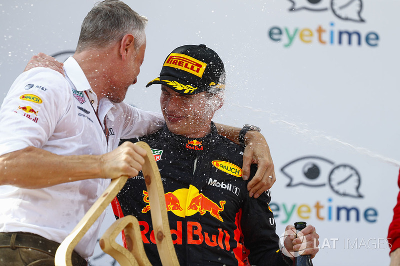 Jonathan Wheatley, Team Manager, Red Bull Racing, y Max Verstappen, Red Bull Racing