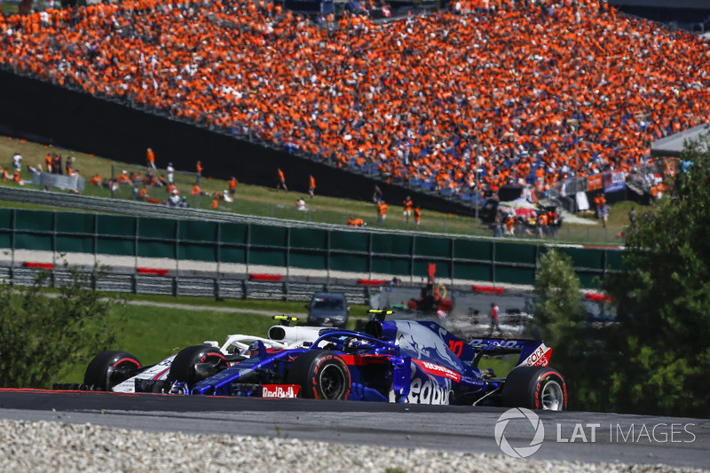 Pierre Gasly, Scuderia Toro Rosso STR13, lotta con Sergey Sirotkin, Williams FW41