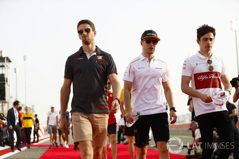 Romain Grosjean, Haas F1 Team, and Stoffel Vandoorne, McLaren, in the drivers parade